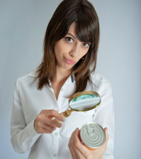 food_can_magnifying_glass
